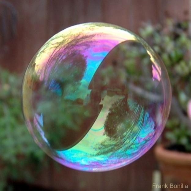 Как объяснить даже ребенку, что такое мыльный пузырь?