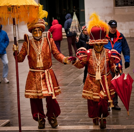 Где купить карнавальный костюм в Москве? Топ-5 самых выгодных магазинов