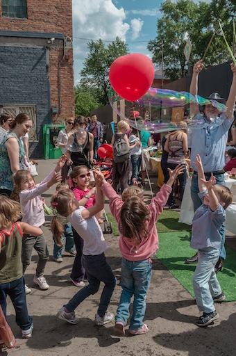 ФЕНСИ БАБЛС, благотворительность, шоу мыльных пузырей, Seasons Projects, Флакон, фонд Дети Наши, эко-фестиваль