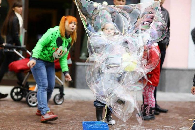 Шоу мыльных пузырей на улице ФЕНСИ БАБЛС. FANCY BUBBLES