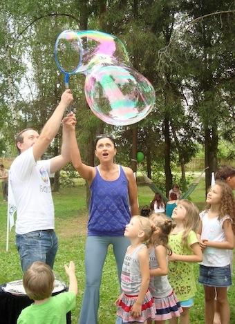 ФЕНСИ БАБЛС, шоу мыльных пузырей, Cosmopolitan, Cosmo Fitness day